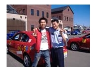 校舎と教習車